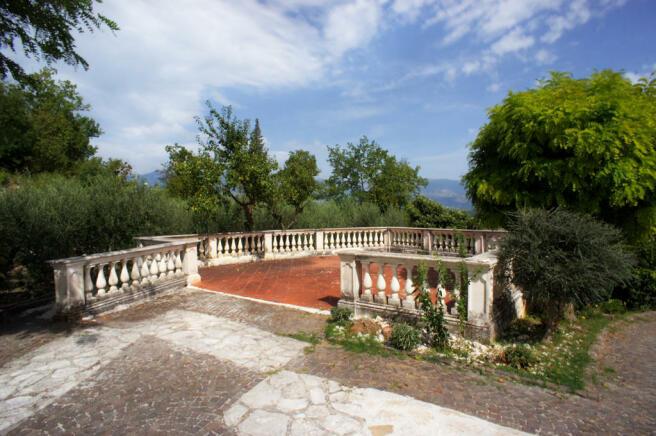 2 Dining terrace