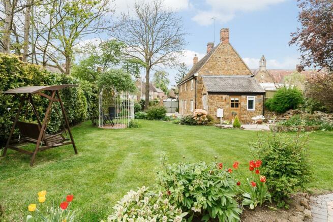 Detached Stone & Brick Cottage