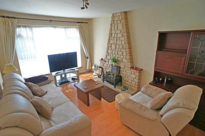 tophouseriselivingroom1.jpg
