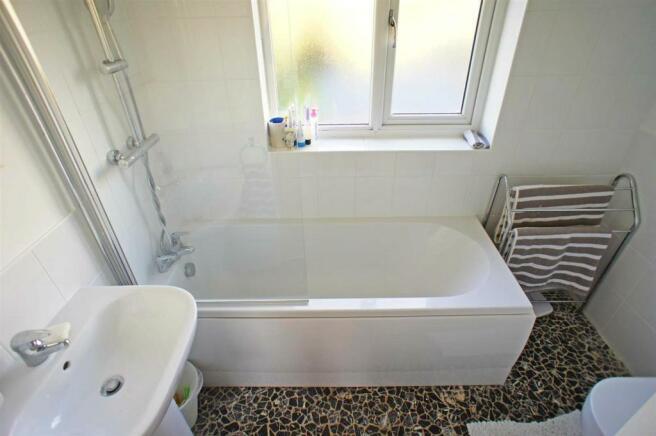 maidaavebathroom.jpg
