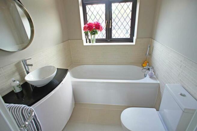courtlandavebathroom.jpg