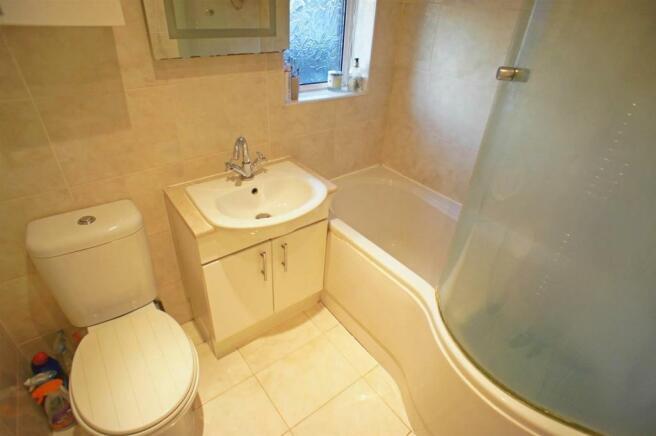 butlersdrivebathroom.jpg