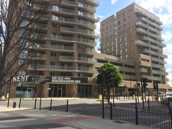 Retail Property High Street To Rent In Unit 2 The