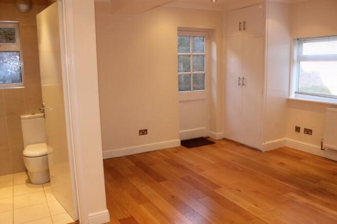 Downstairs bedroom w