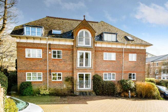 Picture 2 & 2 bedroom apartment for sale in Deacon Court Culverden Park Road ...