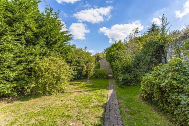 bungalow-woodmansterne-street-woodmansterne-banste
