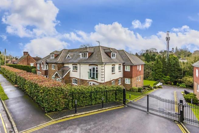 flat-chesham-heights-lower-kingswood-101.jpg