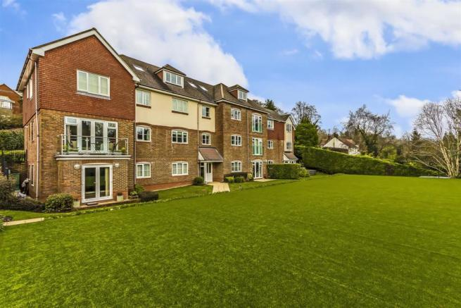 flat-chesham-heights-lower-kingswood-103.jpg