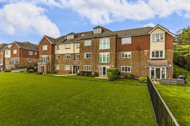 flat-chesham-heights-lower-kingswood-104.jpg
