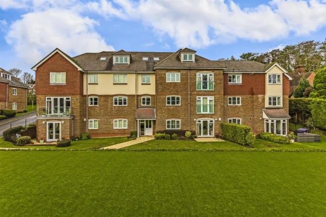 flat-chesham-heights-lower-kingswood-106.jpg