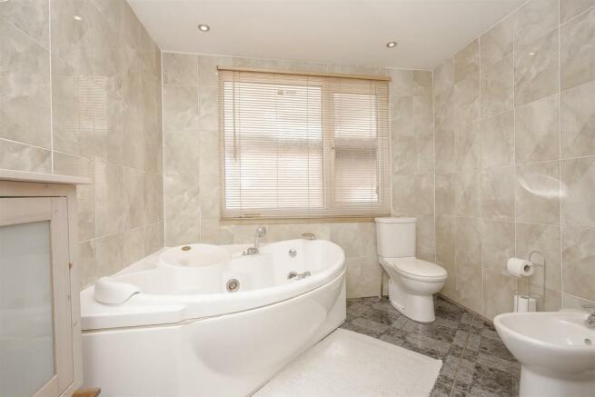 House-tangier-way-Burgh-heath-125.jpg