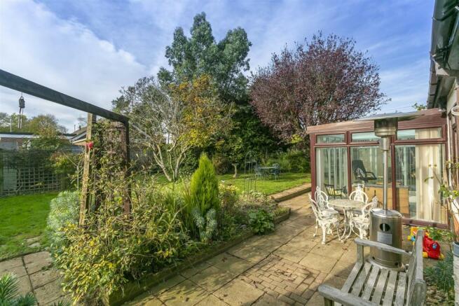 bungalow-waterer-gardens-burgh-heath-banstead-110.