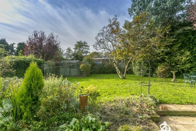 bungalow-waterer-gardens-burgh-heath-banstead-111.