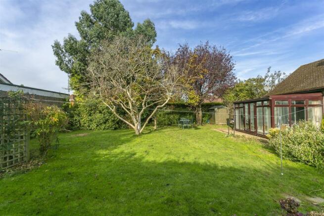 bungalow-waterer-gardens-burgh-heath-banstead-112.