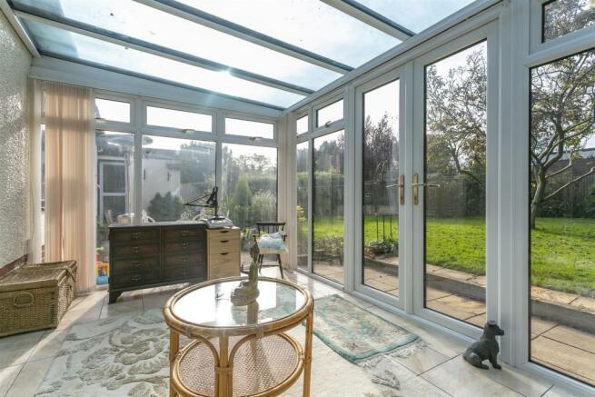 bungalow-waterer-gardens-burgh-heath-banstead-119.