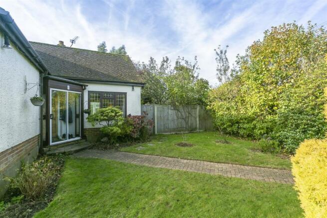bungalow-waterer-gardens-burgh-heath-banstead-106.