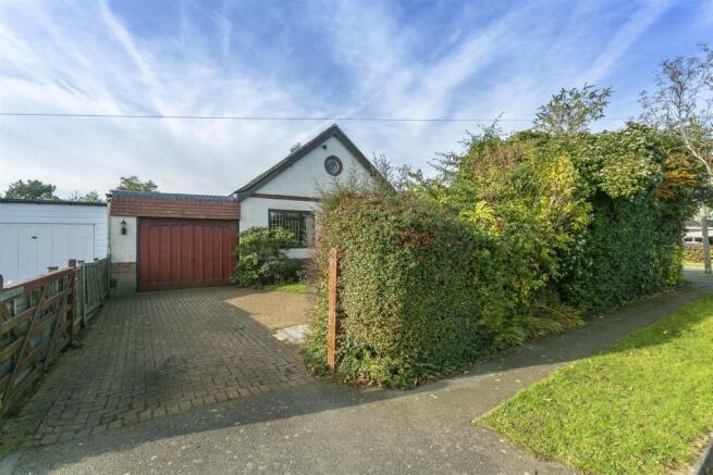 bungalow-waterer-gardens-burgh-heath-banstead-109.