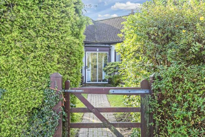 bungalow-waterer-gardens-burgh-heath-banstead-105.