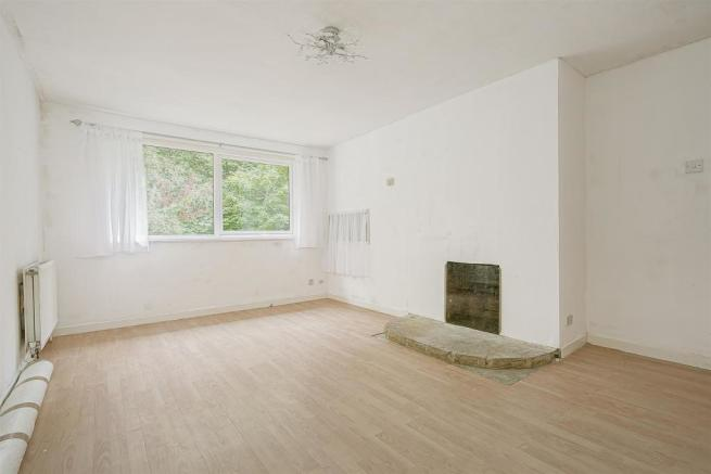 flat-priory-court-chipstead-road-banstead-112.jpg