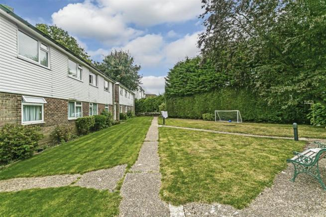 flat-priory-court-chipstead-road-banstead-106.jpg