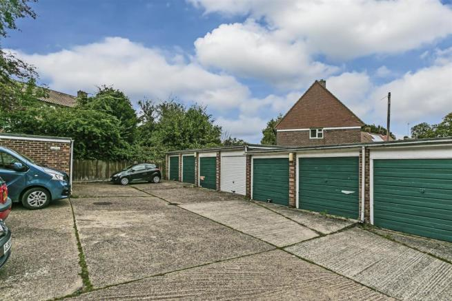 flat-priory-court-chipstead-road-banstead-105.jpg
