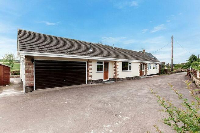 2 bedroom detached bungalow for sale in l Lane, Astbury, CW12 on
