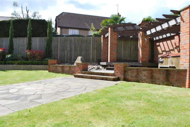 6 Bedroom Detached House For Sale In Briarswood Burton