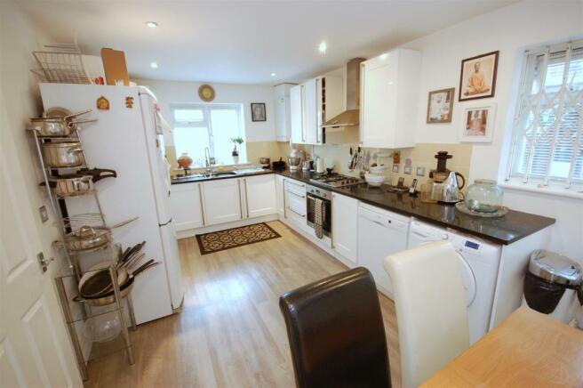 Kitchen/dining room b