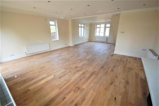 Open plan lounge/dining room/kitchen