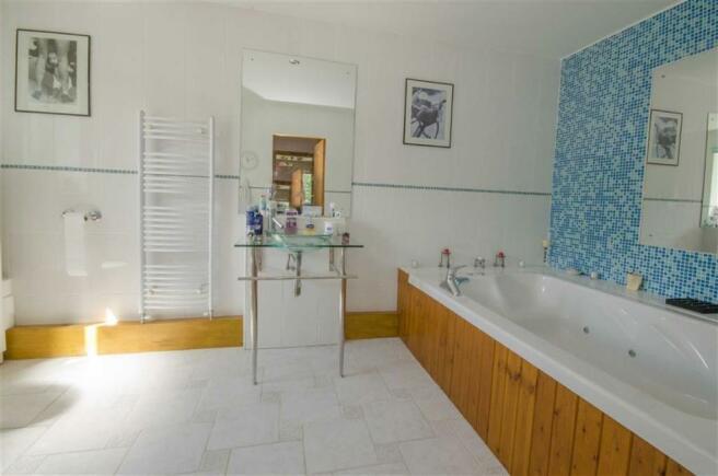 LUXURY EN SUITE BATHROOM