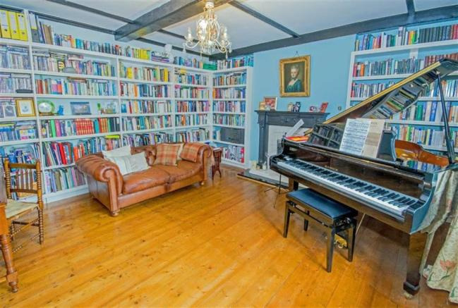 SITTING ROOM / LIBRARY