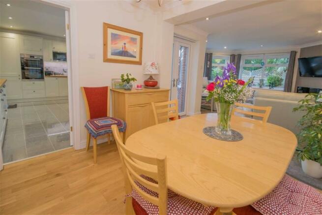 OPEN PLAN DINING/SITTING ROOM