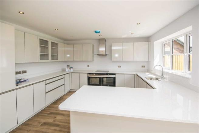 L-SHAPED KITCHEN / LIVING / DINING ROOM