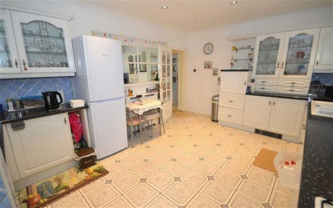 Spacious Open Plan Kitchen/Breakfast Room