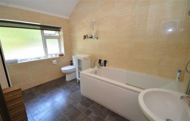 Spacious Refitted Bathroom