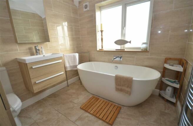 Superb refitted Bathroom