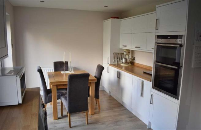 Re Fitted Kitchen / Diner
