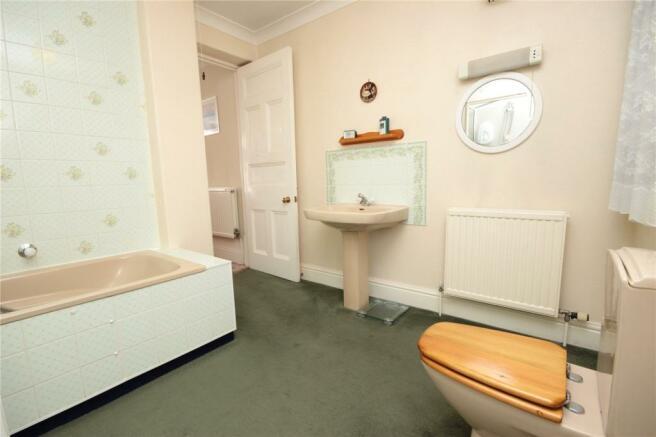 Flat 1 Bathroom