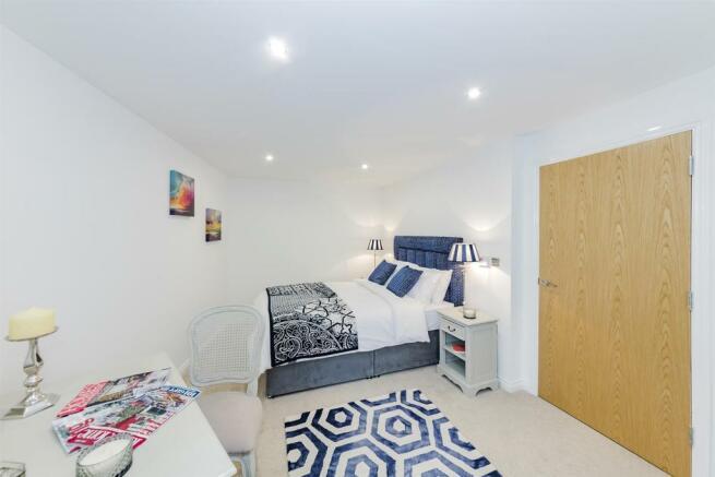 Show Flat Bedroom 1 alt