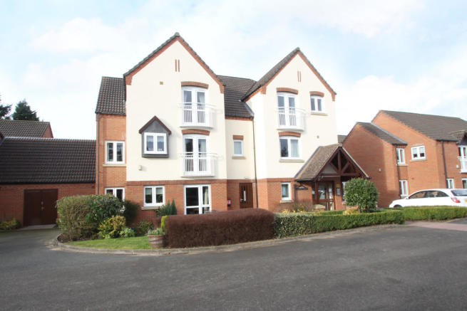 2 bedroom apartment for sale in Knights Court, Kenilworth