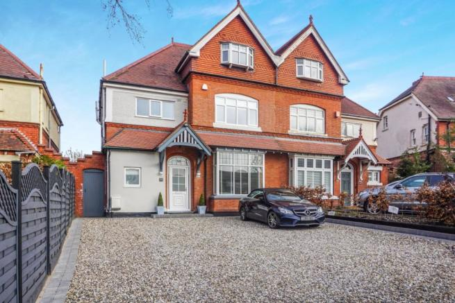 5 bedroom semi-detached house for sale in Bunbury Road