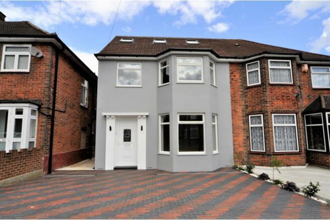 a5e6be2f2ca2 5 bedroom semi-detached house for sale in Vivian Avenue