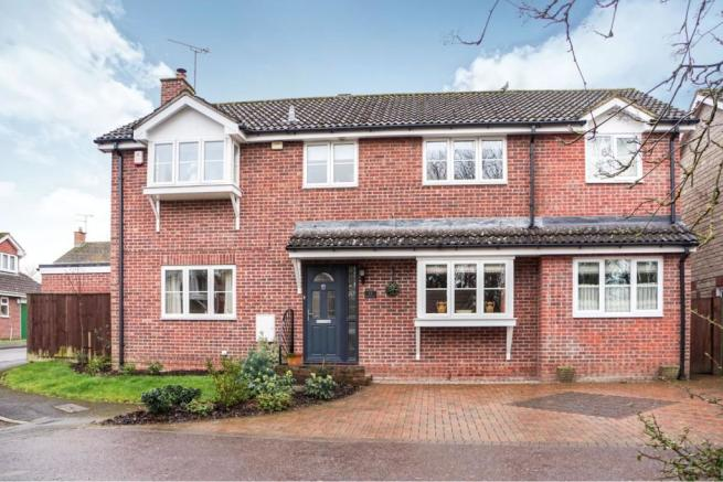 4 bedroom detached house for sale in Darcey Close, Swindon