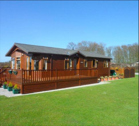 3 Bedroom Log Cabin For Sale In Coniston Road Hull Hu11