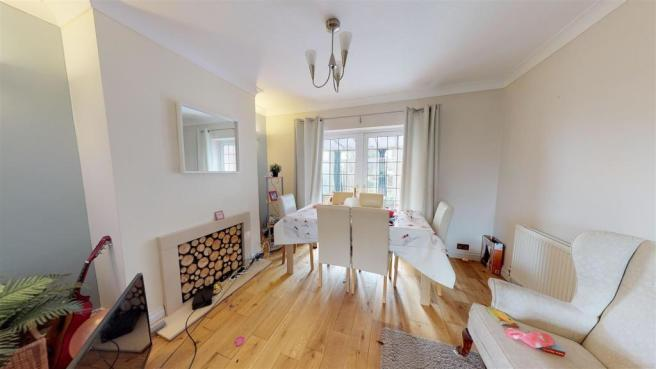 3 bedroom semi-detached house for sale in Buckmaster Avenue