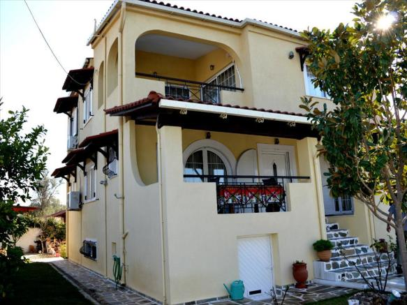 2 - For sale3-storey house of 286  sq.meters in Attica.