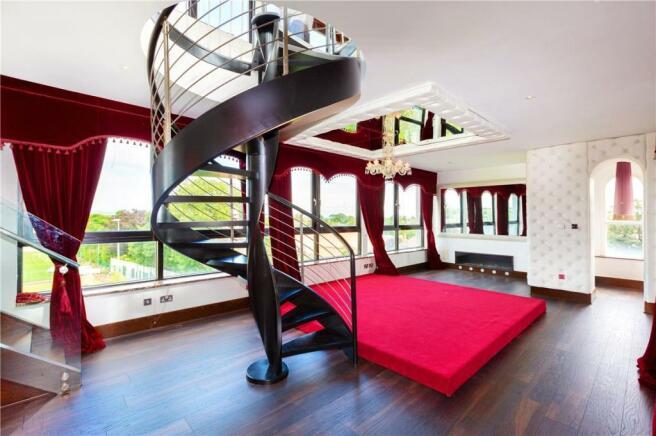Main Bedroom / Liv