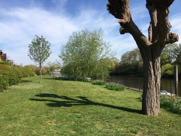 Riverside Gardens