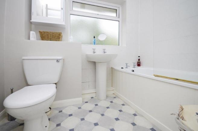 _JRW5822bathroom.jpg