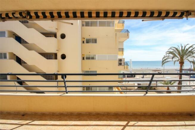 Utgång från sovrum till balkong